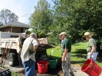 Unloading mulch